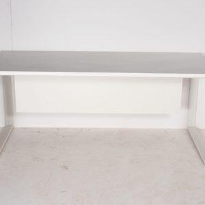 שולחן משרדי עם רגלי מתכת